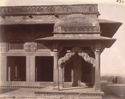 General view of the Astrologer's Seat from the Pachchisi Court, Fatehpur Sikri 1003535